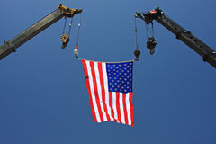 Bandiera americana sulla gru fotografia stock libera da diritti