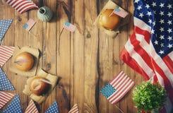 Bandiera americana sulla tavola Fotografia Stock Libera da Diritti