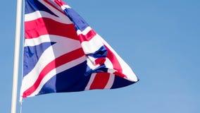 Bandiera BRITANNICA che fluttua nel vento archivi video