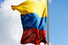 Bandiera colombiana che Billowing a sinistra fotografia stock