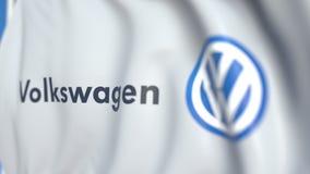 Bandiera d'ondeggiamento con il logo di Volkswagen, primo piano Animazione loopable editoriale 3D illustrazione di stock