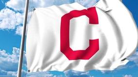 Bandiera d'ondeggiamento con il logo professionale del gruppo di Cleveland Indians clip dell'editoriale 4K archivi video