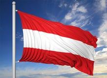Bandiera d'ondeggiamento dell'Austria sull'asta della bandiera Fotografia Stock