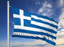 Bandiera d'ondeggiamento della Grecia sull'asta della bandiera Immagini Stock