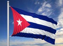 Bandiera d'ondeggiamento di Cuba sull'asta della bandiera Fotografia Stock Libera da Diritti