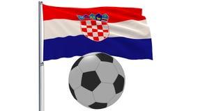 Bandiera d'ondeggiamento realistica della Croazia e pallone da calcio che vola intorno su un fondo bianco, rappresentazione 3d Fotografia Stock