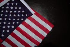 Bandiera degli S.U.A. su cuoio nero fotografie stock