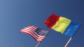Bandiera degli Stati Uniti e della Romania video d archivio