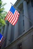 Bandiera degli Stati Uniti sul dipartimento di giustizia Fotografia Stock Libera da Diritti