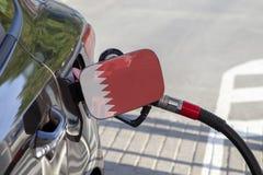 Bandiera del Bahrain la falda del riempitore del combustibile del ` s dell'automobile fotografie stock libere da diritti