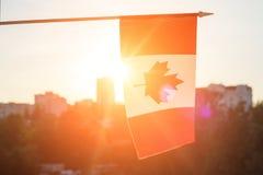 Bandiera del Canada dal fondo di tramonto della finestra Immagine Stock Libera da Diritti