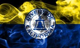 Bandiera del fumo della città della riva del fiume, stato di California, Stati Uniti dell' Fotografia Stock Libera da Diritti