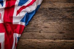 Bandiera del Regno Unito su vecchio fondo di legno Bandiera di Union Jack sul vecchio fondo della quercia fotografia stock libera da diritti