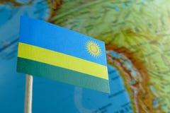 Bandiera del Ruanda con una mappa del globo come fondo Fotografia Stock Libera da Diritti