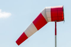 Bandiera del segnale di direzione del giacimento dell'aria Fotografie Stock Libere da Diritti