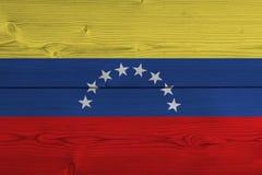 Bandiera del Venezuela dipinta sulla vecchia plancia di legno immagine stock libera da diritti