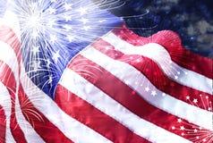 Bandiera dell'America con il fondo del fuoco d'artificio Immagine Stock