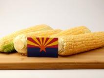 Bandiera dell'Arizona su un pannello di legno con cereale isolato su un BAC bianco Fotografie Stock