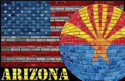 Bandiera dell'Arizona sui precedenti della bandiera di U.S.A. Fotografie Stock Libere da Diritti