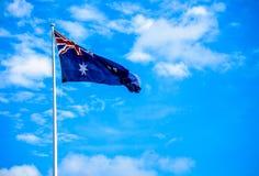 Bandiera dell'Australia con cielo blu Fotografie Stock Libere da Diritti