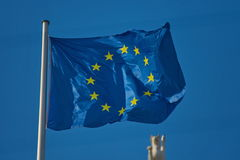 Bandiera dell'Eu che galleggia nel vento Fotografie Stock Libere da Diritti