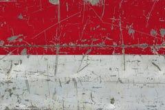 Bandiera dell'Indonesia di lerciume su vecchia superficie di legno graffiata Fondo d'annata nazionale illustrazione vettoriale