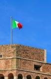Bandiera dell'Italia su una vecchia fortezza Fotografia Stock Libera da Diritti