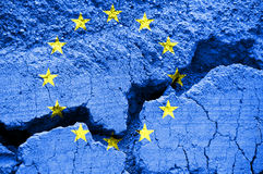 Bandiera dell'Unione Europea su fondo incrinato fotografie stock libere da diritti