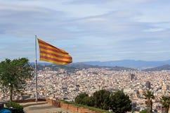 Bandiera della Catalogna sopra Barcellona Fotografie Stock Libere da Diritti