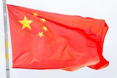 Bandiera della Cina che ondeggia sul vento Fotografie Stock Libere da Diritti