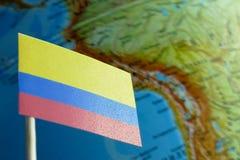 Bandiera della Colombia con una mappa del globo come fondo Fotografie Stock Libere da Diritti