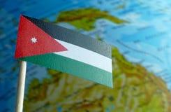 Bandiera della Giordania con una mappa del globo come fondo Immagini Stock