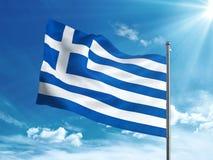 Bandiera della Grecia che ondeggia nel cielo blu Fotografia Stock