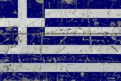 Bandiera della Grecia di lerciume su vecchia superficie di legno graffiata Fondo d'annata nazionale royalty illustrazione gratis