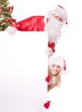 Bandiera della holding della ragazza di natale e del Babbo Natale. Fotografie Stock Libere da Diritti