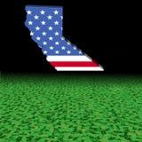 Bandiera della mappa di California con l'illustrazione astratta della priorità alta del dollaro royalty illustrazione gratis