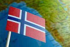 Bandiera della Norvegia con una mappa del globo come fondo Immagine Stock Libera da Diritti