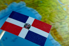 Bandiera della Repubblica dominicana con una mappa del globo come fondo Fotografia Stock Libera da Diritti