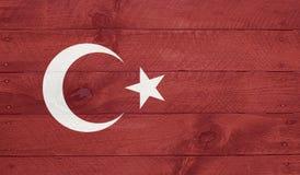Bandiera della Turchia sui bordi di legno con i chiodi immagini stock libere da diritti