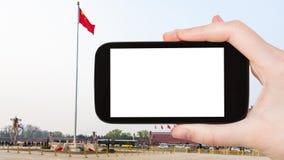 bandiera delle fotografie del turista sulla piazza Tiananmen Immagini Stock