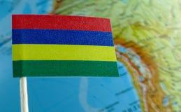 Bandiera delle Mauritius con una mappa del globo come fondo Fotografia Stock Libera da Diritti