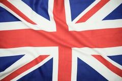 Bandiera di Britannici Union Jack che soffia nel vento immagine stock libera da diritti