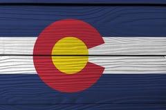 Bandiera di Colorado sul fondo di legno della parete Struttura della bandiera di Colorado di lerciume, gli stati dell'America fotografia stock