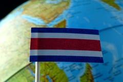 Bandiera di Costa Rica con una mappa del globo come fondo Fotografia Stock Libera da Diritti