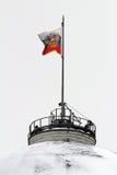 Bandiera di Federazione Russa sopra la cupola della costruzione del senato. Mosca Immagini Stock Libere da Diritti