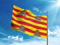 Bandiera di Ibiza che ondeggia nel cielo blu Fotografia Stock