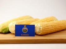 Bandiera di Kansas su un pannello di legno con cereale isolato su una parte posteriore di bianco Immagini Stock Libere da Diritti