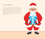 Bandiera di natale Carattere sveglio Santa Claus con il regalo Il vostro testo Buon anno e Natale Fotografia Stock Libera da Diritti