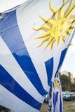 Bandiera di paese dell'Uruguay in via uruguaiana della città Immagini Stock Libere da Diritti