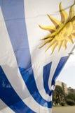 Bandiera di paese dell'Uruguay in via uruguaiana della città Fotografie Stock